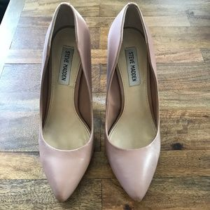 STEVE MADDEN Nude Pumps - barely worn!